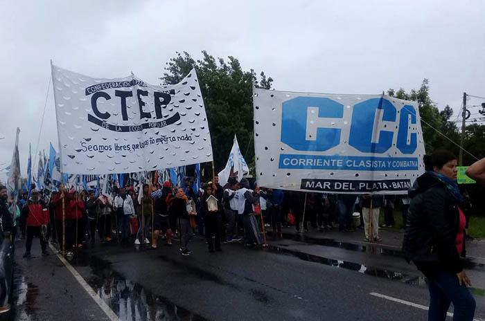 Sin diálogo con el gobierno, organizaciones cortaron la Ruta 2