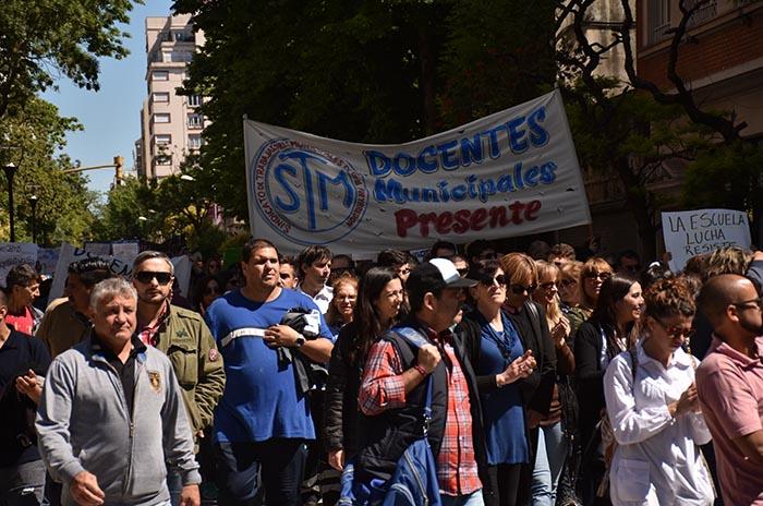 Anuncian retención de tareas y marcha de docentes municipales
