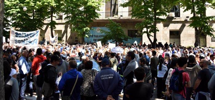 En medio del conflicto docente, masiva protesta de municipales