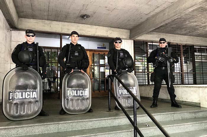 Municipalidad cerrada: duras críticas de la oposición a Arroyo