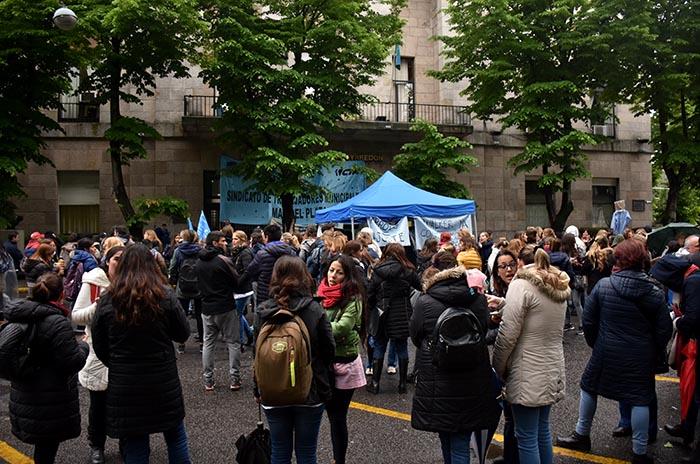Docentes municipales: otra protesta y cruces con el gobierno
