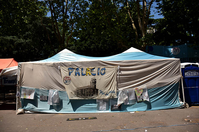 RECLAMOS PROTESTA MUNICIPALIDAD VERDURAZO POLO OBRERO VOTAMOS LUCHAR MTR MUNICIPALES  (10)