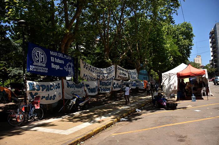 RECLAMOS PROTESTA MUNICIPALIDAD VERDURAZO POLO OBRERO VOTAMOS LUCHAR MTR MUNICIPALES  (17)