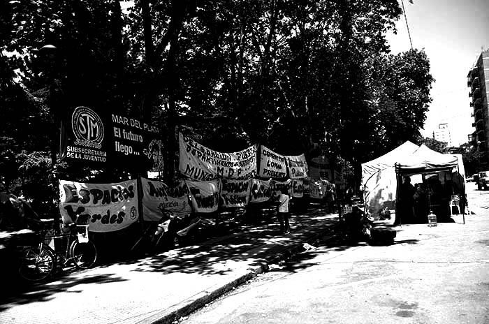 RECLAMOS-PROTESTA-MUNICIPALIDAD-VERDURAZO-POLO-OBRERO-VOTAMOS-LUCHAR-MTR-MUNICIPALES-17