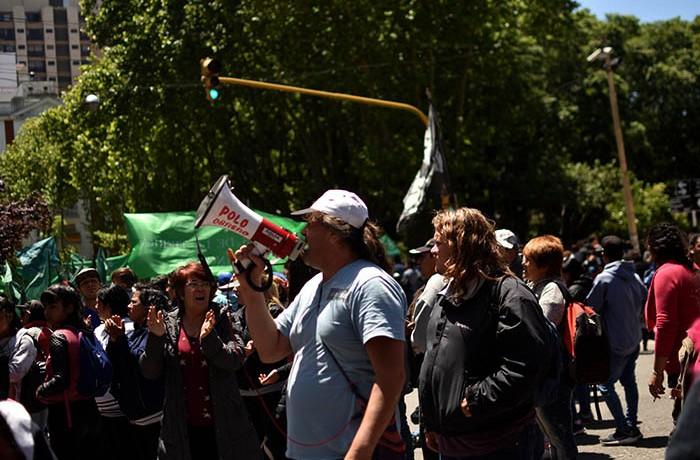 RECLAMOS PROTESTA MUNICIPALIDAD VERDURAZO POLO OBRERO VOTAMOS LUCHAR MTR MUNICIPALES  (4)