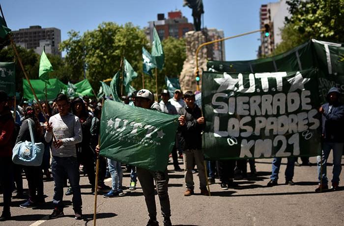 RECLAMOS PROTESTA MUNICIPALIDAD VERDURAZO POLO OBRERO VOTAMOS LUCHAR MTR MUNICIPALES  (7)