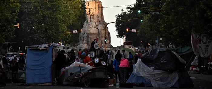 Tras 16 días de reclamo, se levantó el acampe frente a la Municipalidad
