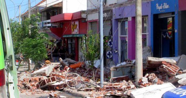Una nena y una mujer murieron al caerse balcones en Punta Mogotes