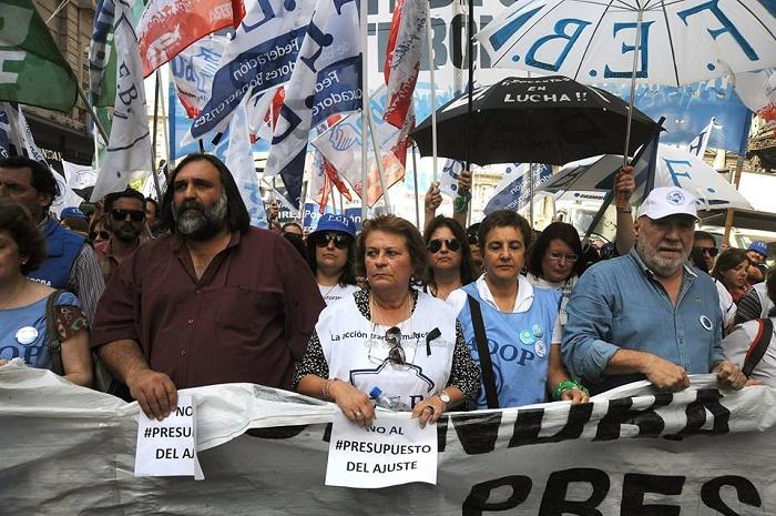 El gobierno dio marcha atrás con los sumarios contra los docentes