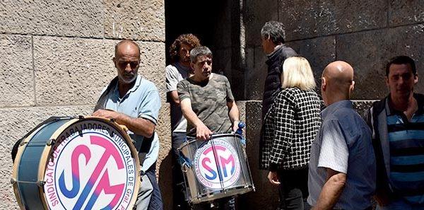 Municipales levantaron la carpa, pero se intensifica el conflicto
