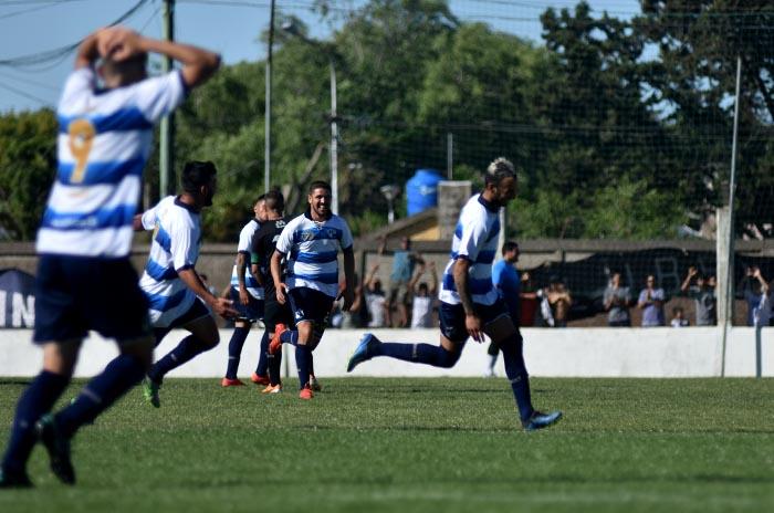 Fútbol local: el campeón ganó y acecha a Kimberley