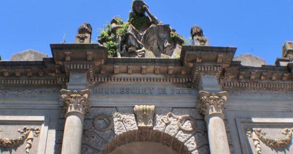 Cementerio: tensión al trasladar el cuerpo del dueño de Manolo