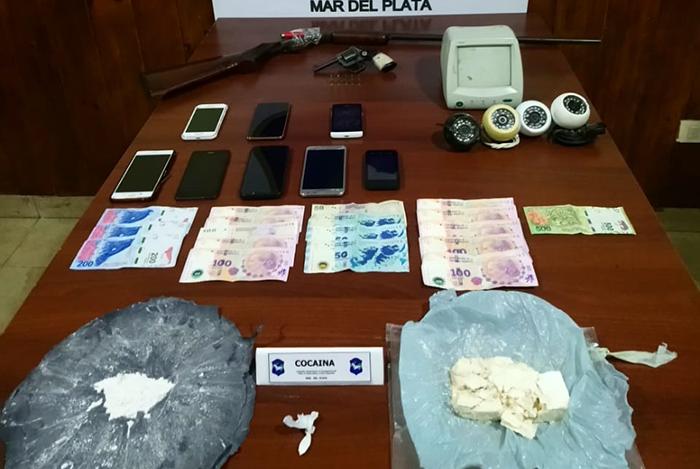 Tres detenidos por venta de drogas tras dos allanamientos