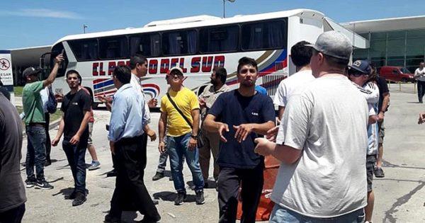 Conflicto en El Rápido del Sud: protesta en el ingreso a la Terminal