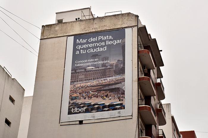 """Bajaron el cartel de UBER: """"Trae precarización laboral, trae miseria"""""""