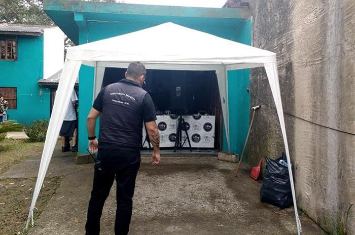 Desarticularon una fiesta clandestina en el barrio Juramento