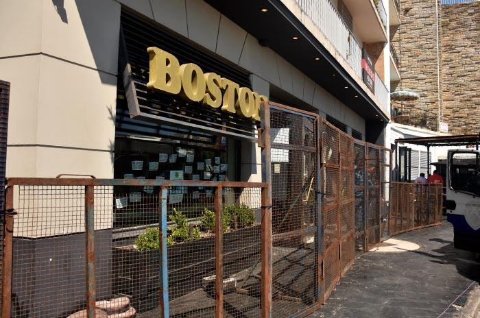 Boston: vallas y una guardia policial luego de 230 días de toma