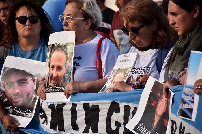 Repunte, a 21 meses: marcha y rechazo al DNU de modernización
