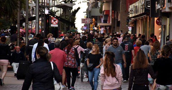 Manteros: advertencia del gremio de vendedores ambulantes
