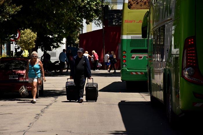 PROTESTA DE MALETEROS TERMINAL ESTACION FERROAUTOMOTORA MICROS  (3)