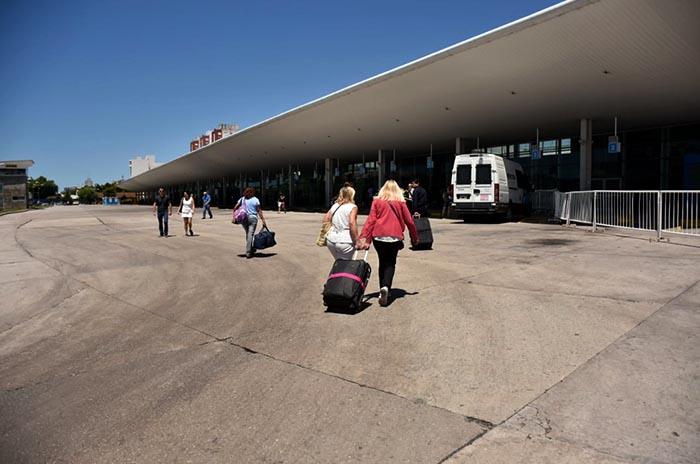 Un año sin solución: maleteros cortan el ingreso de micros a la terminal