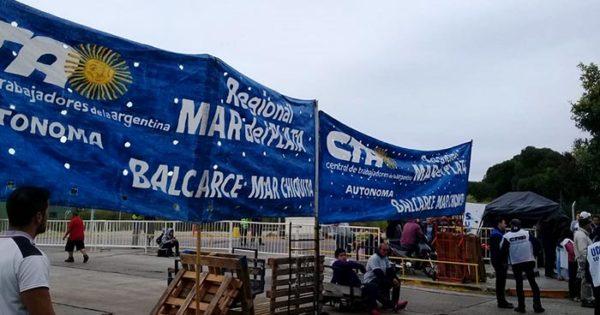 Protesta de maleteros y corte en la terminal de micros