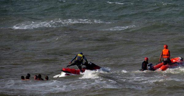 Numerosos rescates y un nuevo pedido de guardavidas para que se regularice su situación