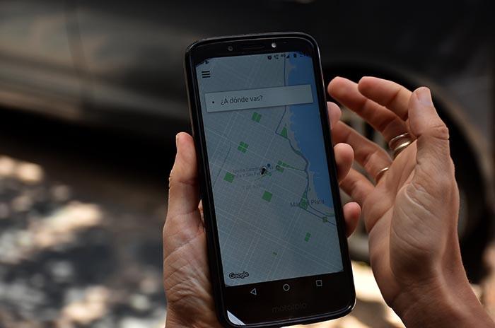 Uber: para frenar la ordenanza, difunden teléfonos de concejales