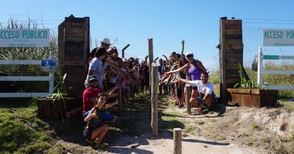 Vecinos reabrieron un acceso público en una playa del Faro
