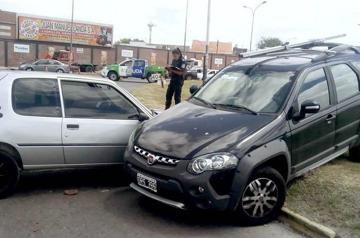 Un camión chocó a dos autos en Luro y Champagnat