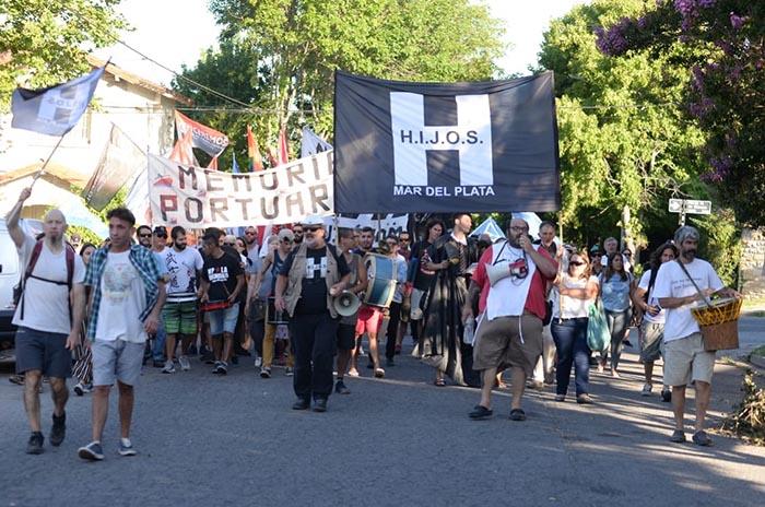 """""""Si no hay justicia, hay escrache"""", ahora contra el represor Pazos"""
