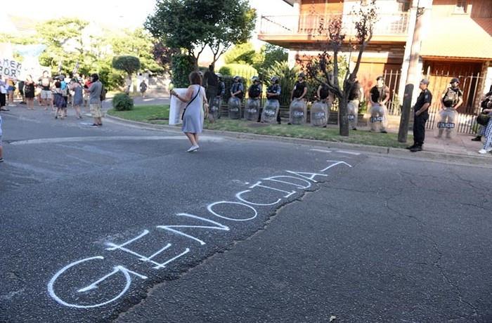 ESCRACHE PAZOS MARCELO NUÑEZ 06