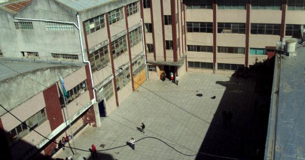 Se voló parte del techo de la Escuela Técnica N°3