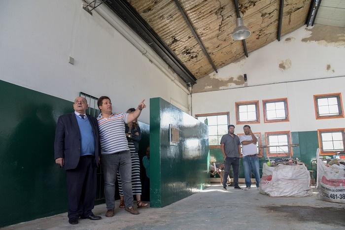 Escuela N°58: a 21 meses de la clausura, Arroyo recorrió las obras