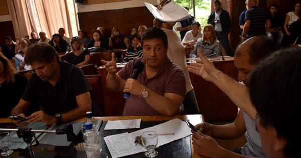 Mourelle en el Concejo: cruces con docentes y gritos