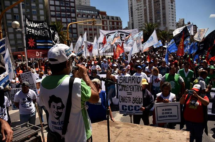 Organizaciones sociales marcharon contra el ajuste y los tarifazos