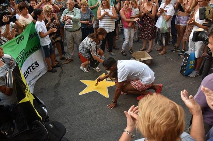 """Familiares y vecinos colocaron la estrella amarilla por """"Miguelito"""""""
