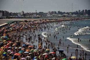 Temporada: anuncian un sorteo de 30 carpas gratuitas en balnearios de Punta Mogotes