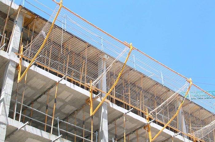Proponen colocar redes de contención en paredes de la costa