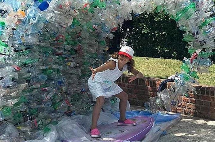 """Una """"ola de plástico"""" para generar conciencia"""