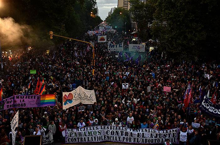 #8M: masiva marcha de mujeres en Mar del Plata