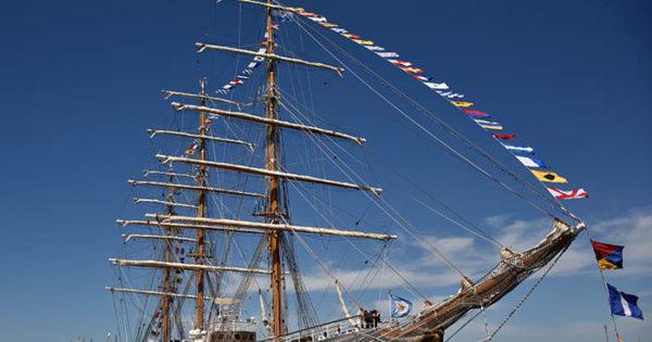Fragata Libertad en Mar del Plata: desfile náutico, acto, música y visitas