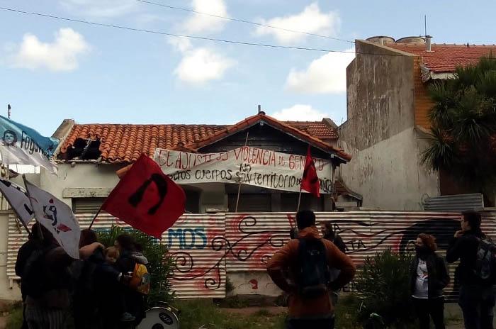"""8M: protesta en la Casita Azul por la """"desidia de los gobernantes"""""""