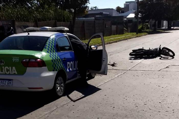 Conducía una moto alcoholizado y chocó con un patrullero