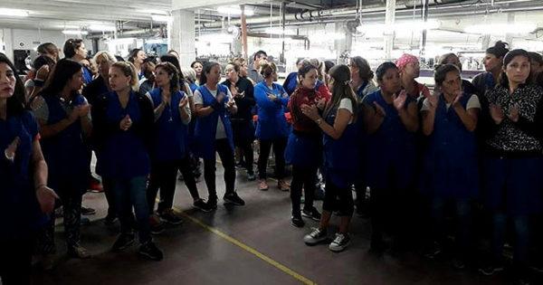 Histórico paro de las trabajadoras de la fábrica Textilana