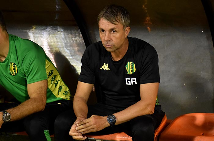 Gustavo Álvarez dejó de ser el entrenador de Aldosivi