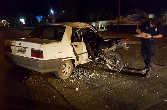 Ruta 88: tras un choque, una moto terminó adentro de un auto