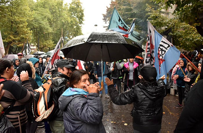 DÍA DE PROTESTA CGT CTA GREMIOS ORGANIZACIONES SOCIALES BARRIO DE PIE POLO OBRERO 12