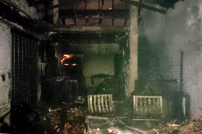 Voraz incendio en una casa de Punta Mogotes