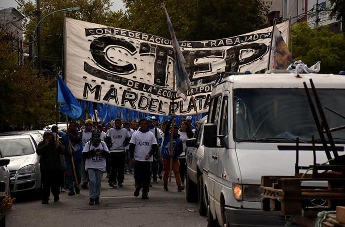 PROTESTA ORGANIZACIONES SOCIALES GUEMES PLAZA DEL AGUA 05